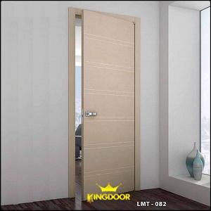 Lõi cửa bằng gỗ tự nhiên đã được tẩm sấy, độ dày cánh từ 40mm, độ dày khung tiêu chuẩn 40 x 110mm. Bề mặt phủ sơn công nghiệp hoặc sơn pu.